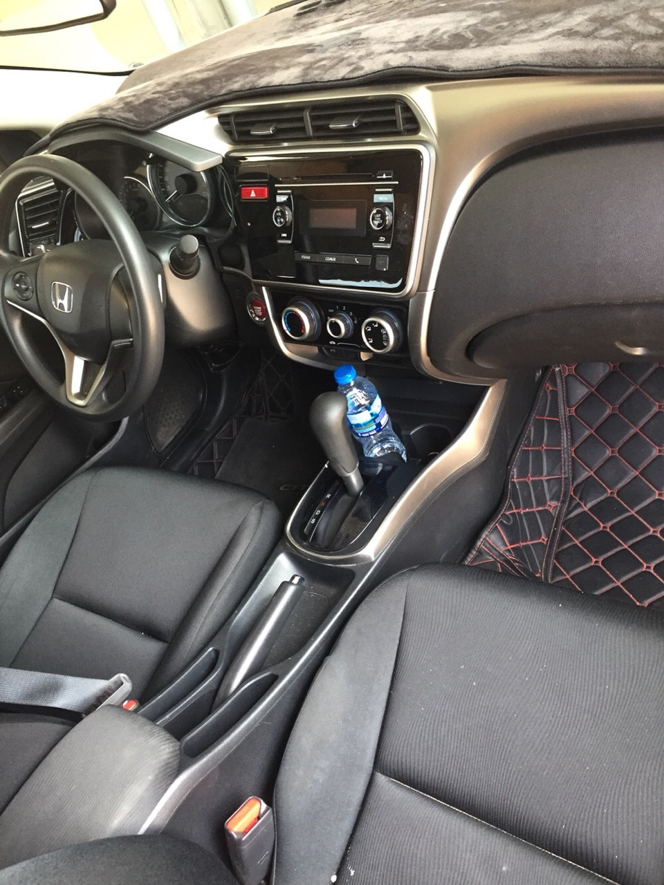 Bán Honda City 1.5AT màu trắng số tự động sản xuất 2017 biển tỉnh đi 32000km