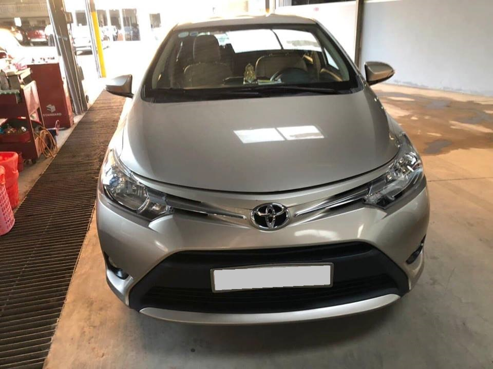 Cần bán xe Vios 2017 số tự động màu bạc