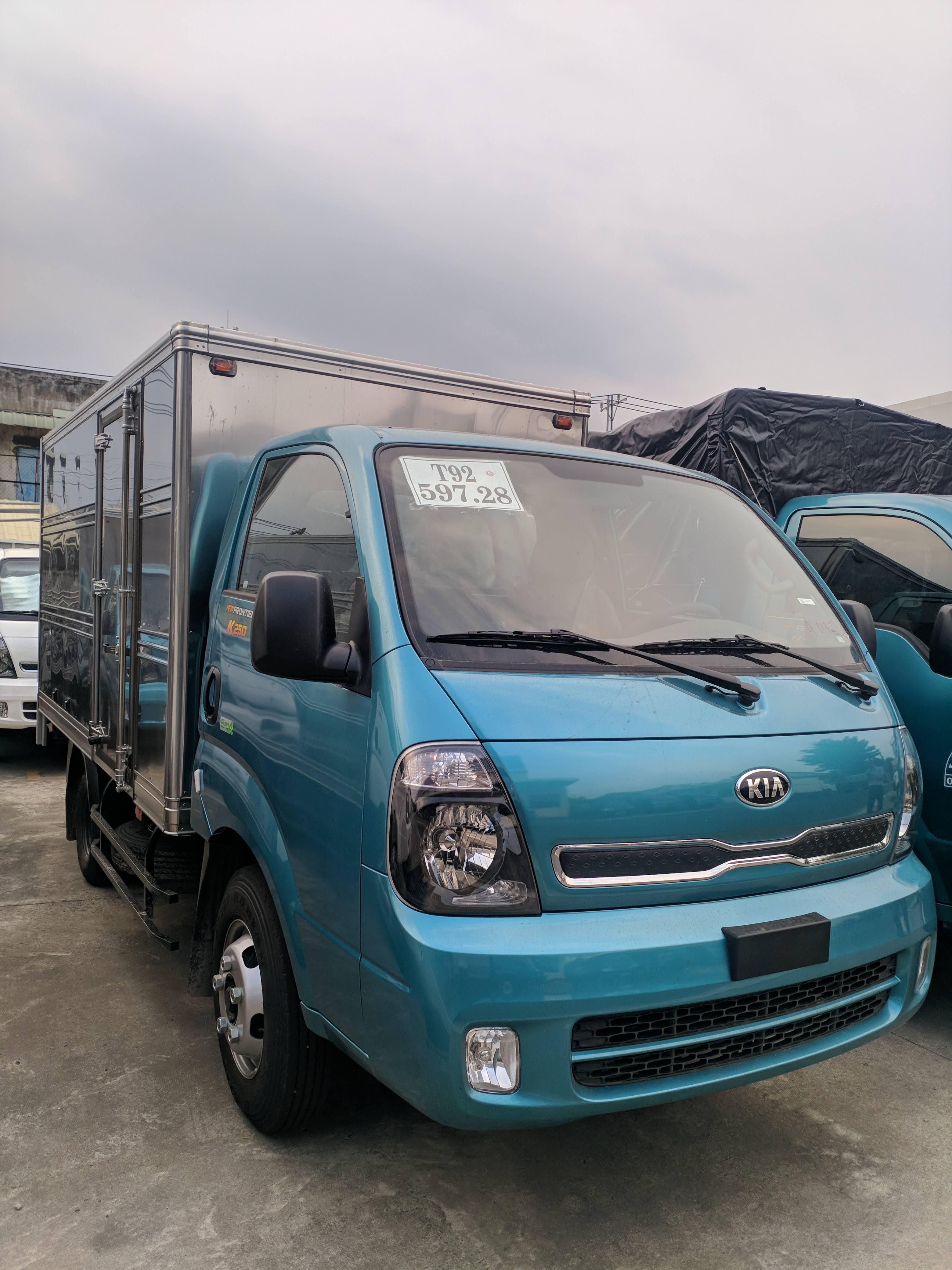 Xe tải KIA K250 mới 2019 - Thùng kín Inox 430 - Động cơ Hyundai