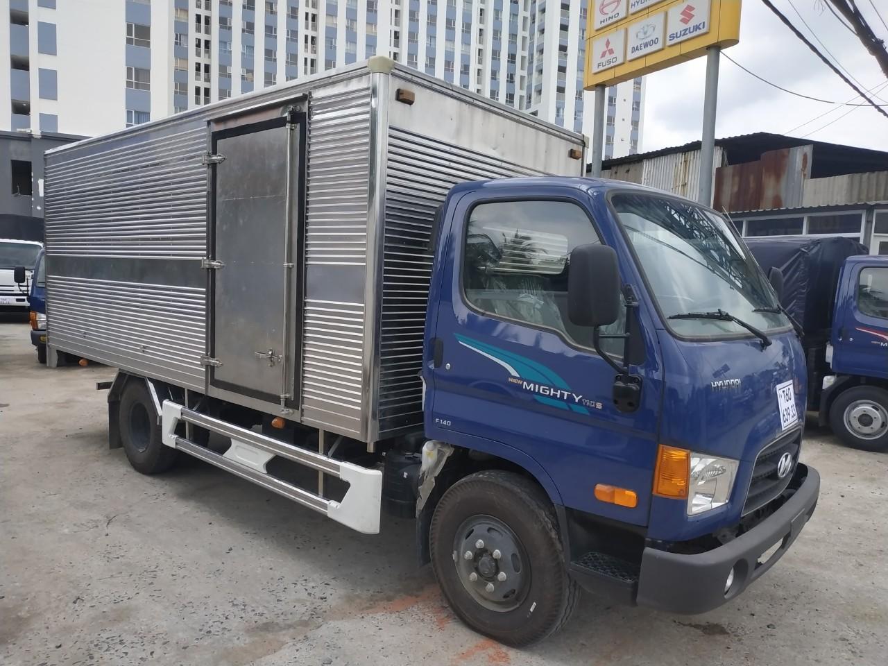 Xe tải thùng kín HYUNDAI 110s tải trọng 7 tấn - trả góp