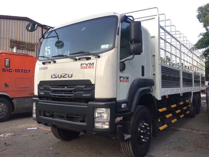 xe tải isuzu 3 chân FVM tải 15 tấn thùng dài 9.5m