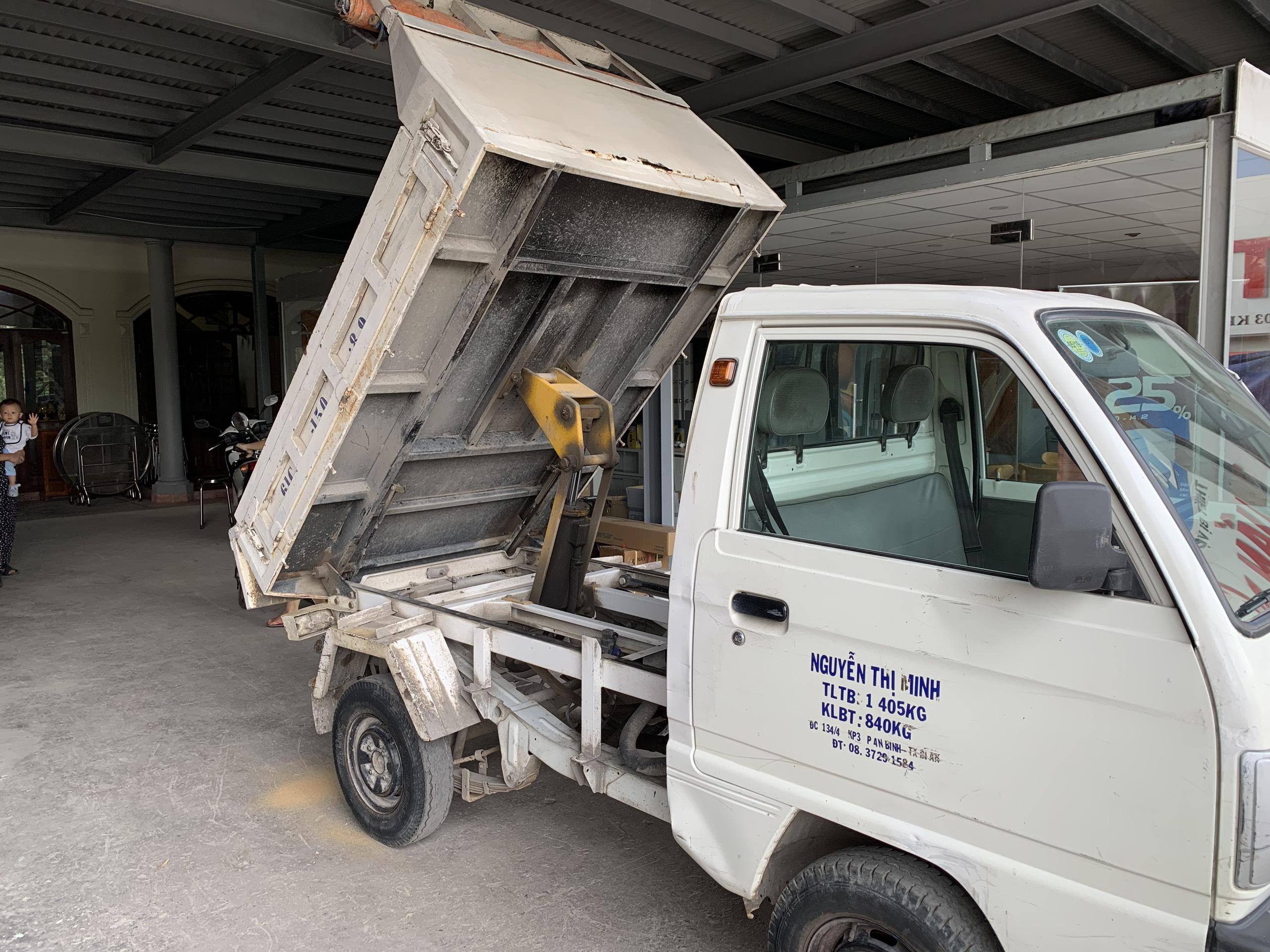 Bán xe tải ben Suzuki 550kg đời 2015 màu trắng