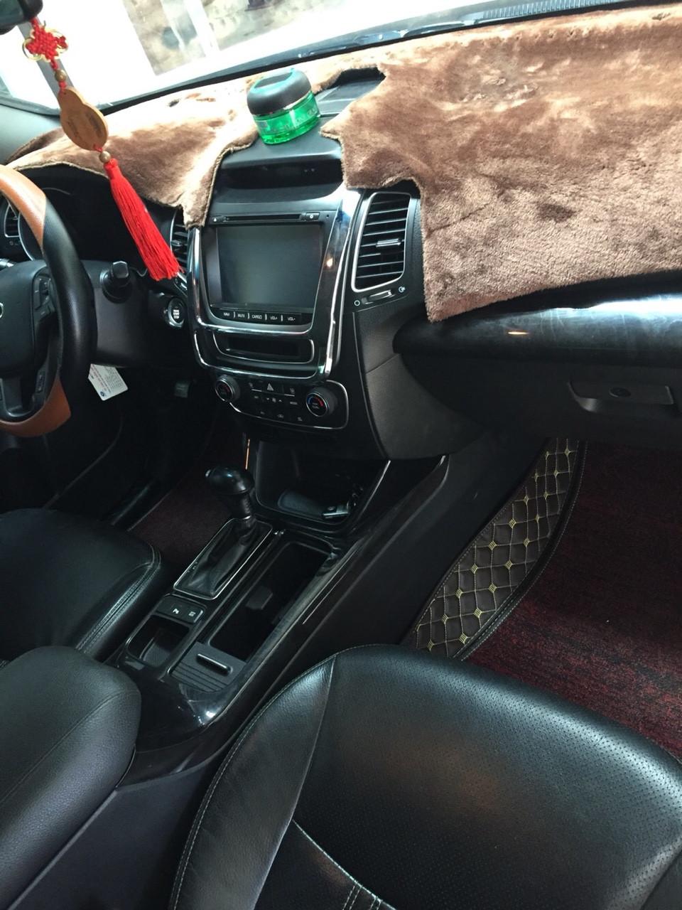 Bán Kia New Sorento GATH 2.4AT màu trắng camay máy xăng số tự động sản xuất 2015 bản full options
