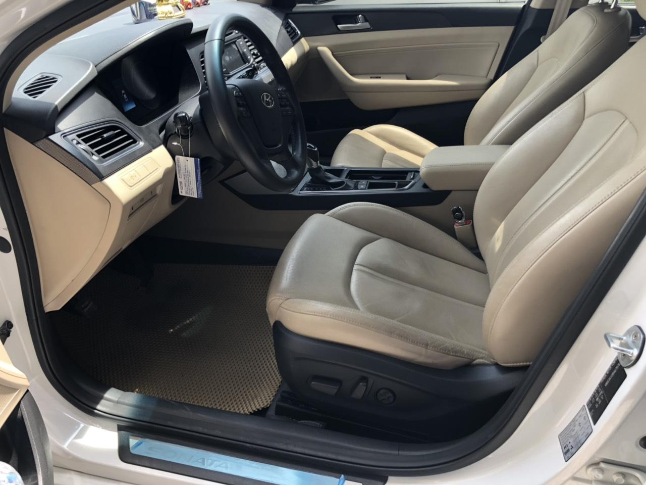 Bán Hyundai Sonata 2.0AT màu trắng số tự động nhập Hàn Quốc 2016 biển tỉnh đi đúng 34000km xe đẹp