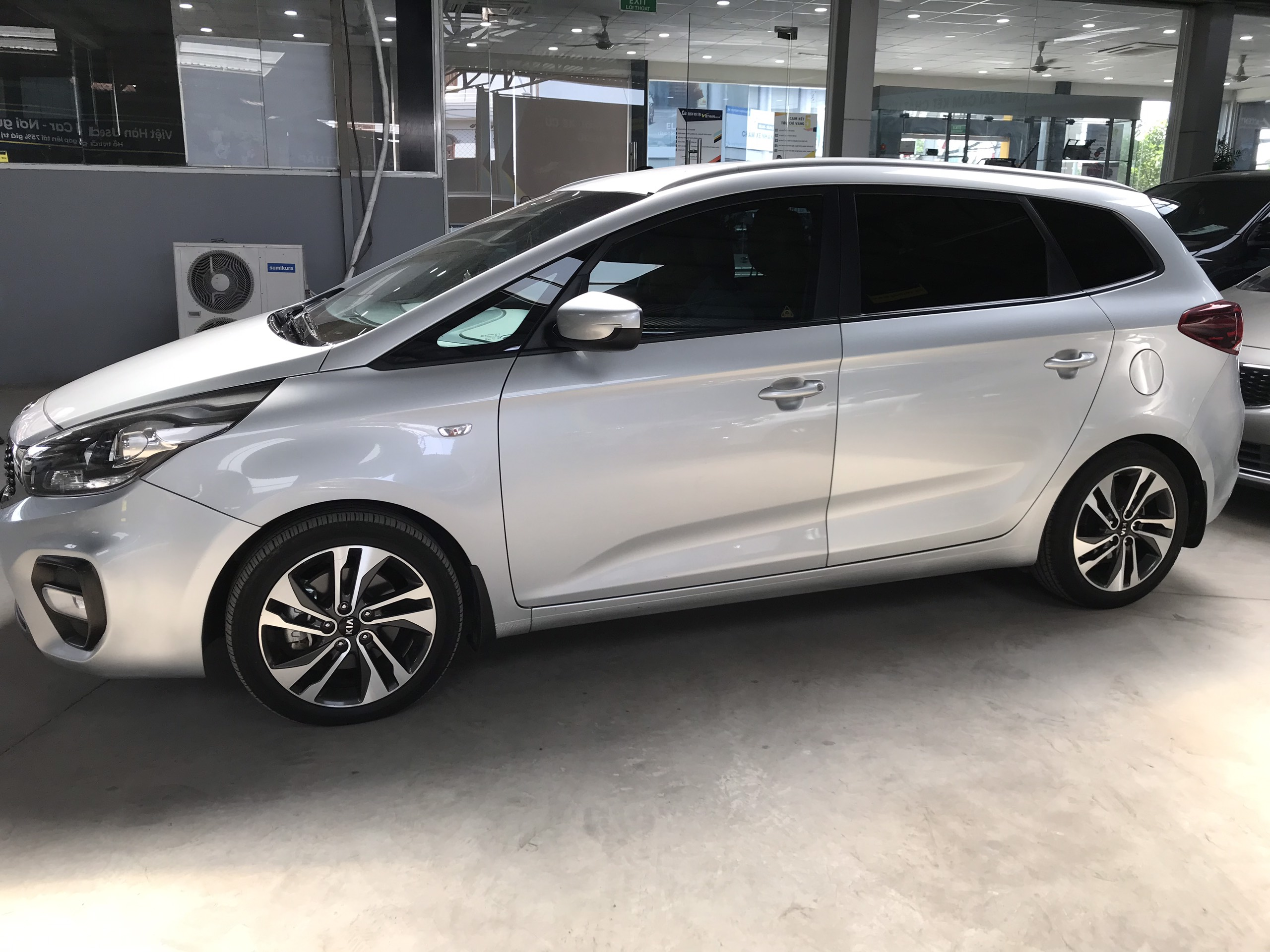 Bán Kia Rondo 2.0MT màu bạc số sàn sản xuất 2017 biển SG mẫu mới mâm xoắn