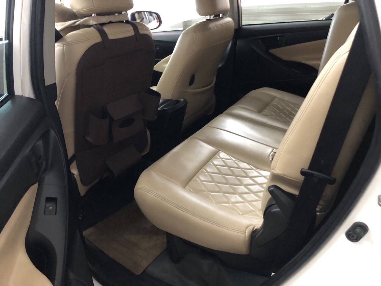 Bán Toyota INNOVA 2.0E màu trắng số sàn sản xuất 2017 mẫu mới