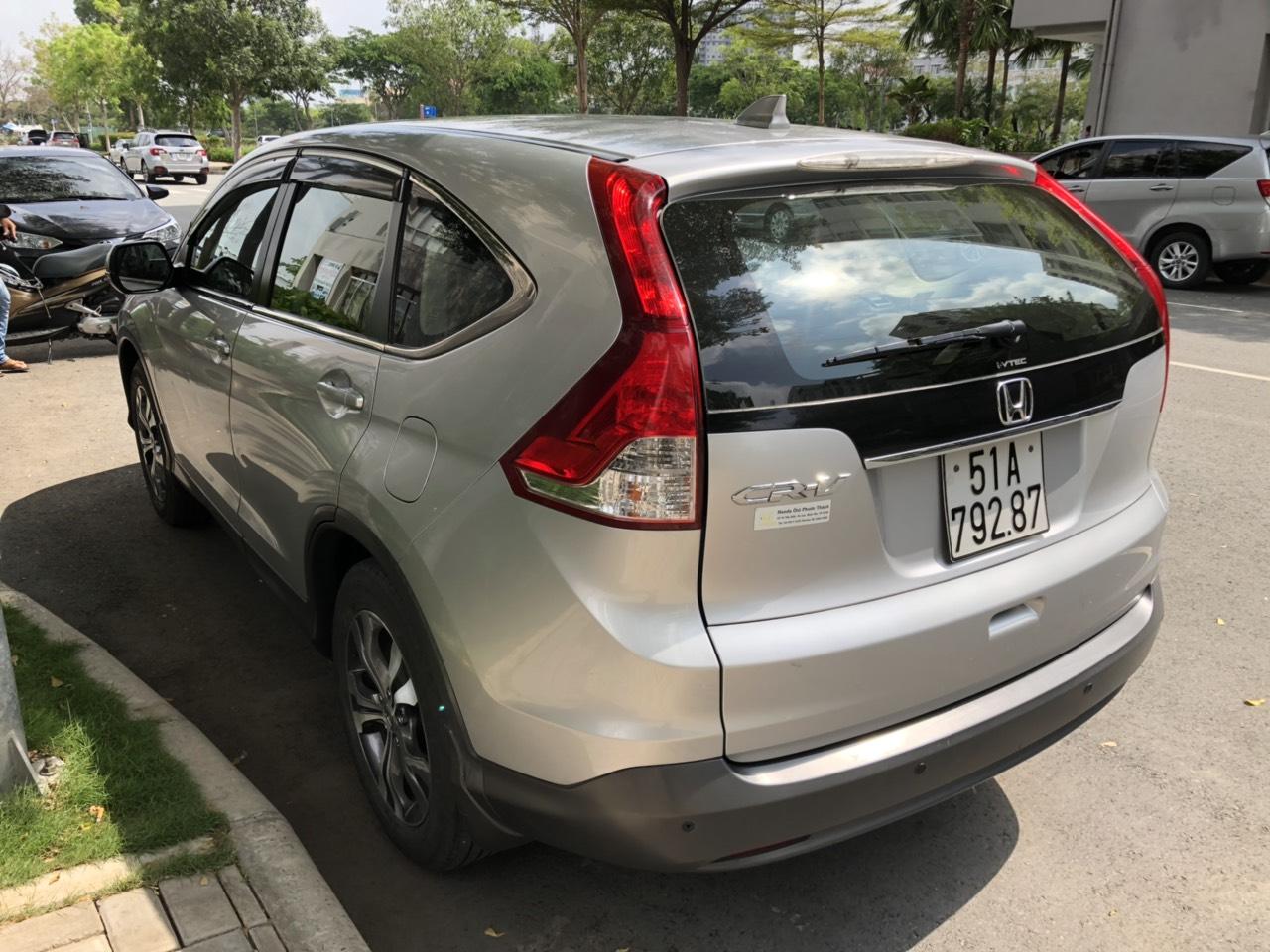Bán Honda CRV 2.4AT màu bạc sản xuất 2014 biển Sài Gòn một chủ đi 65000km
