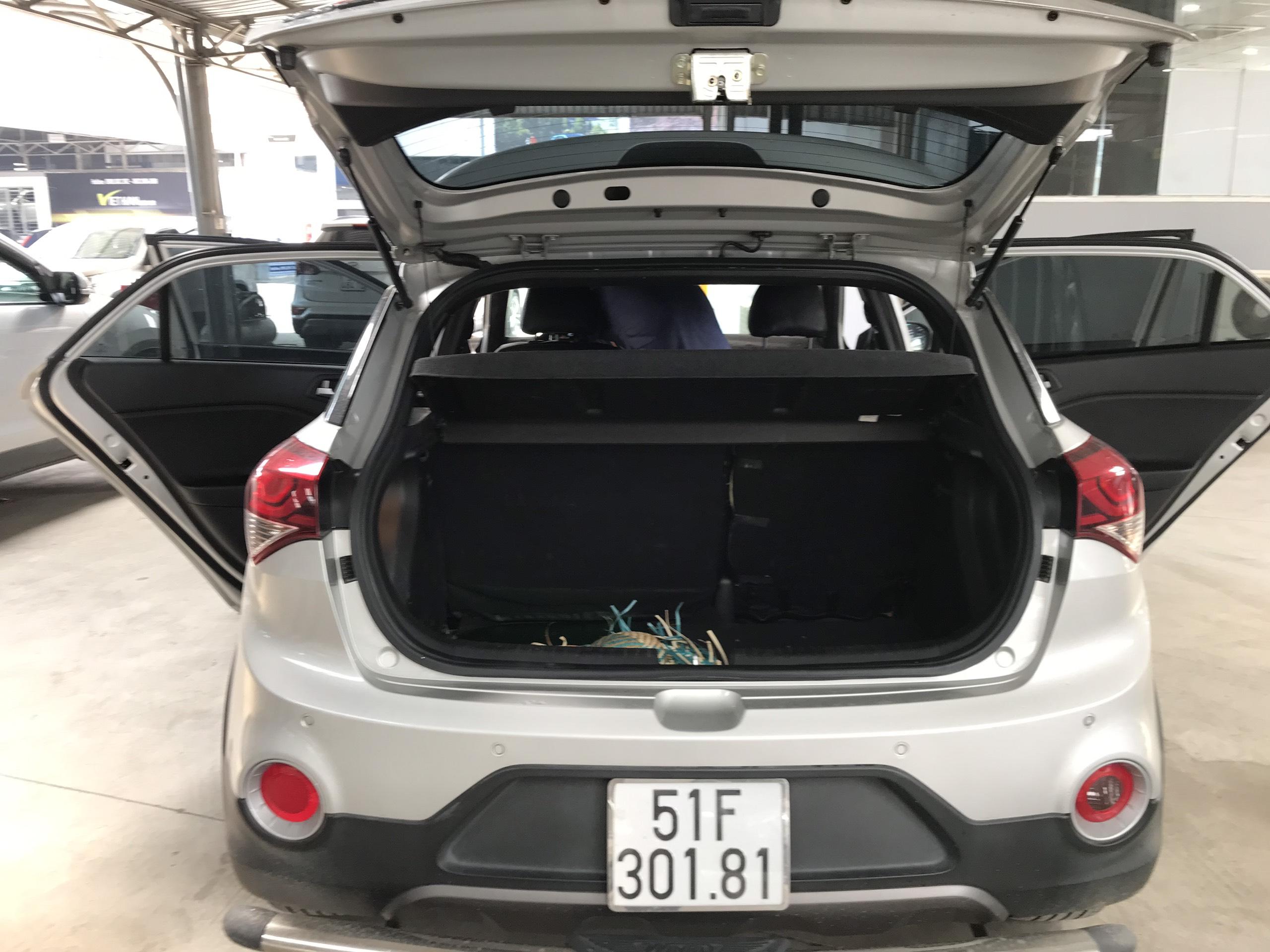 Bán Hyundai I20 Active 1.4AT màu bạc số tự động nhập Ấn Độ 2015 biển Sài Gòn 1 chủ đi 41000km