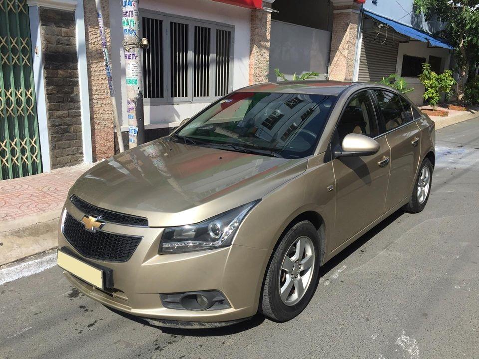 Bán Chevrolet Cruze LS 2011 số sàn màu vàng gia đình chính chủ.