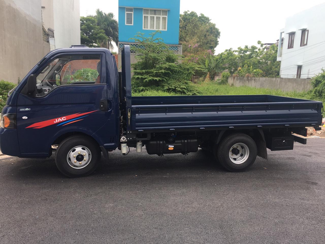Xe tải jac 1 tấn 5 thùng mui bạt
