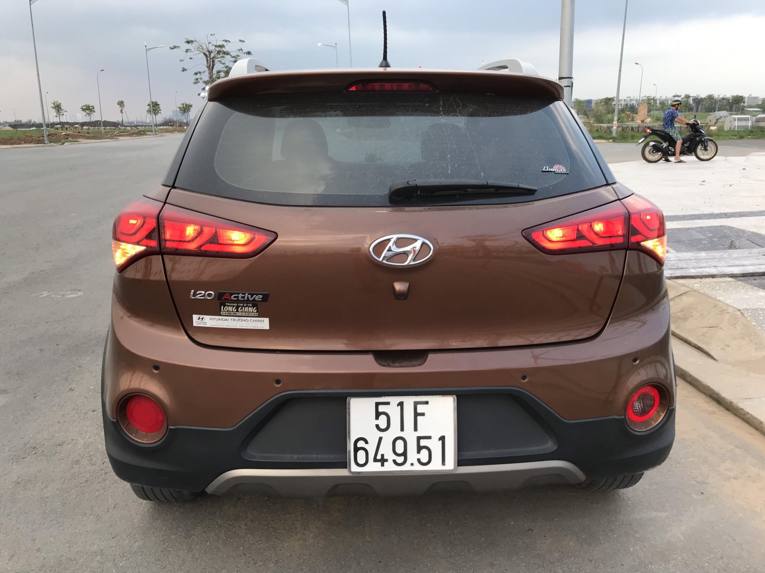 Bán Hyundai i20 Active 1.4AT màu nâu titan nhập Ấn Độ 2015 ĐK 2016 biển Sài Gòn đi đúng 33000km