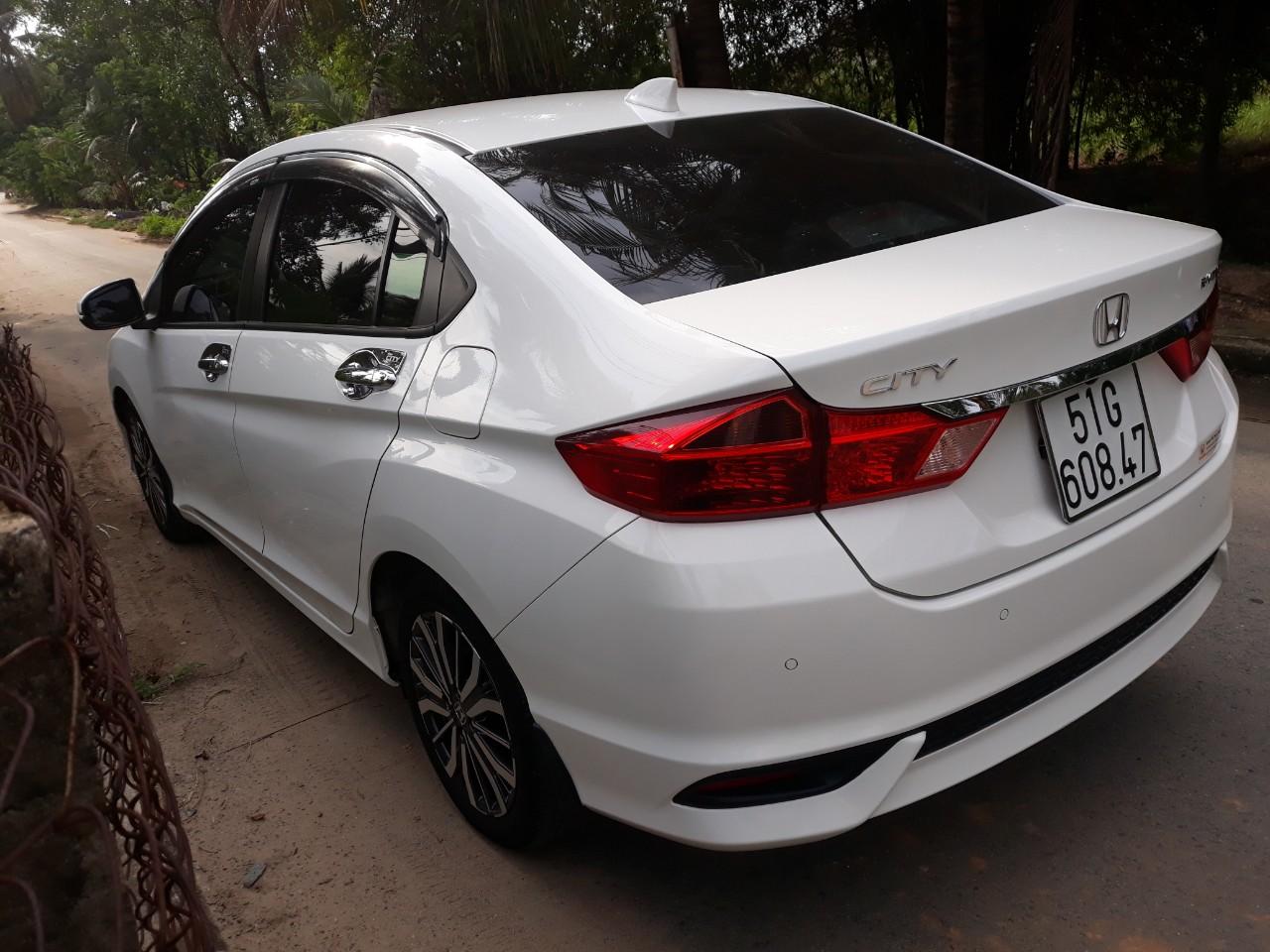 Bán Honda City 1.5CVT màu trắng số tự động sản xuất 2018 biển Sài Gòn