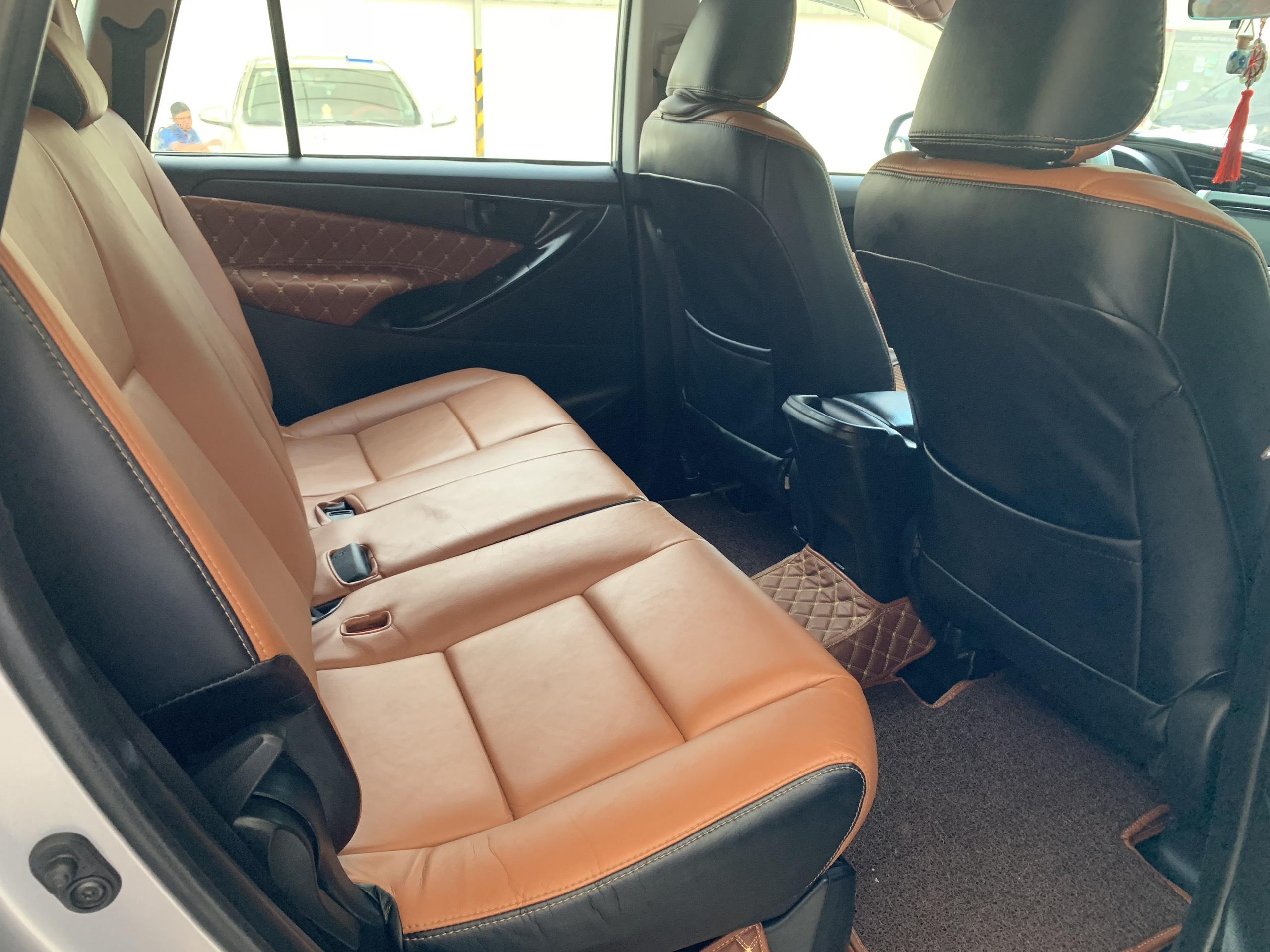 Bán xe Innova E đời 2016, màu bạc, đẹp như gái 18t , chạy được 43 000km , nội thất 3D. Hót duy nhất một chiếc