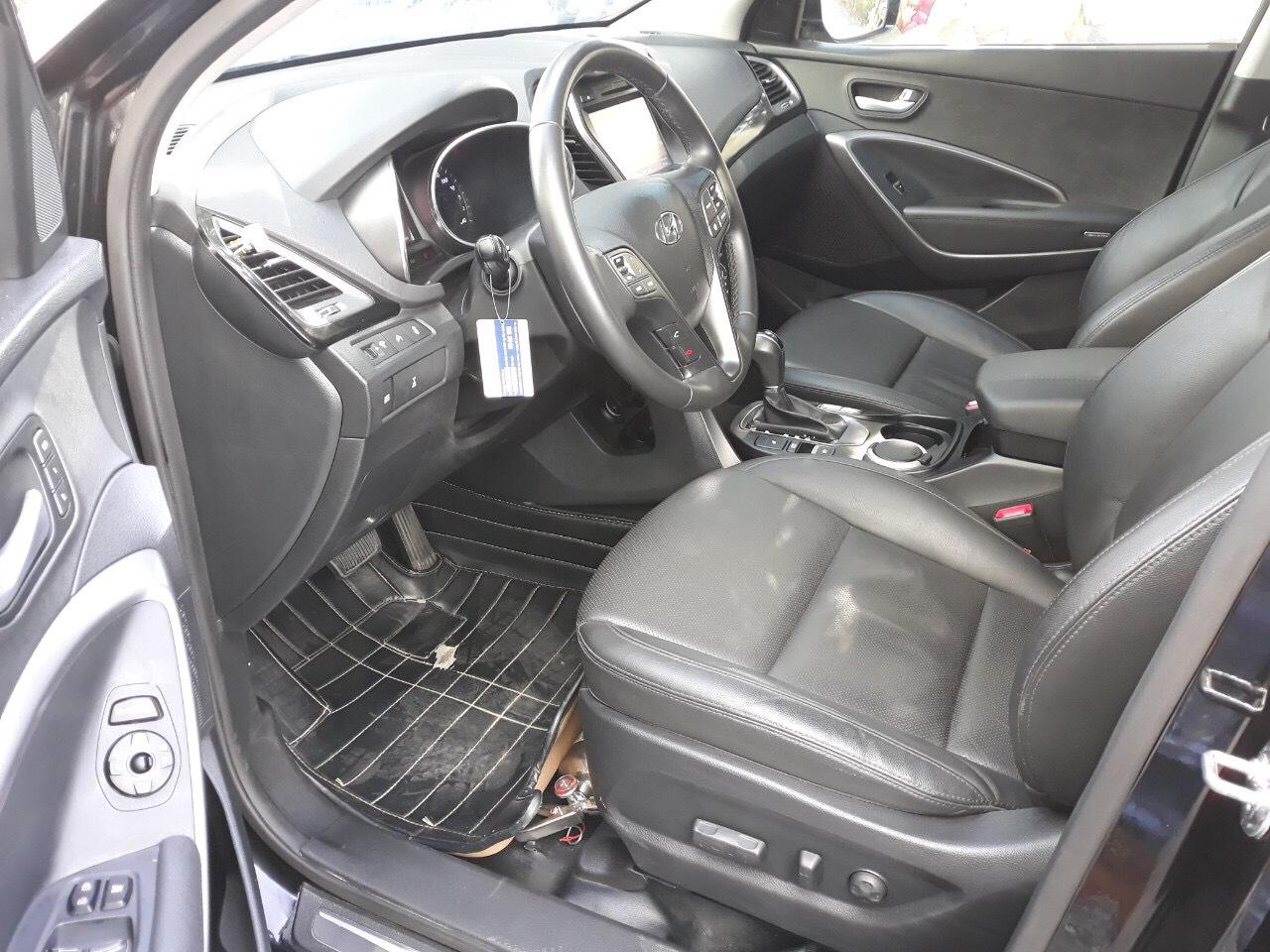 Bán Hyundai SantaFe 4WD 2.4AT màu đen VIP máy xăng bản full 2 cầu số tự động sản xuất 2015 biển Sài Gòn