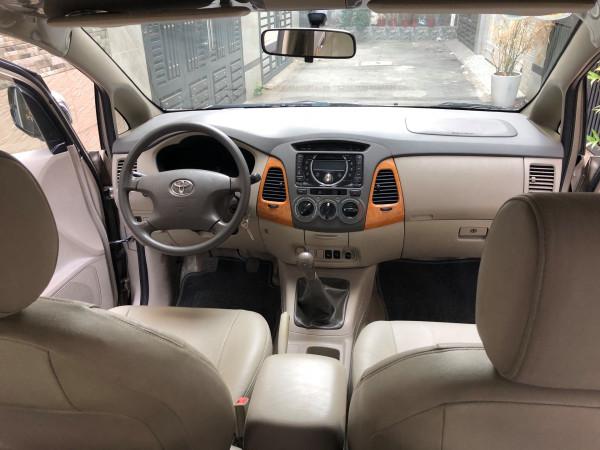 Gia đình cần bán Toyota Innova G SR 2010, số sàn, màu vàng cát