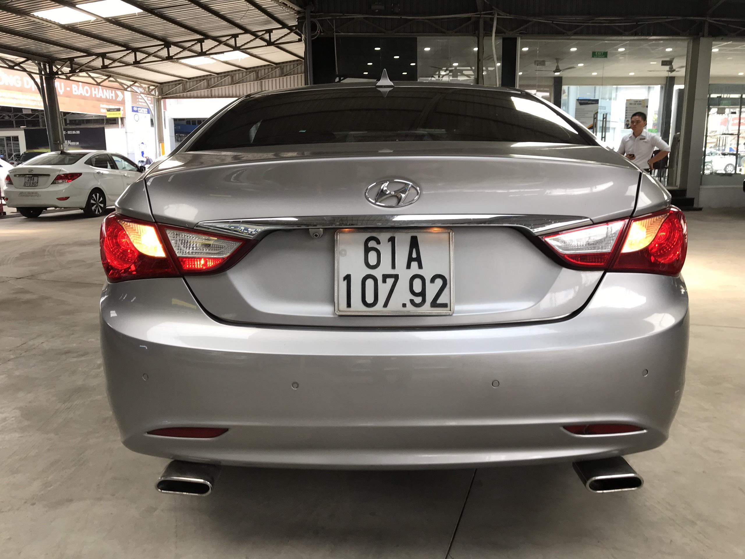 Bán Hyundai Sonata 2.0AT màu bạc số tự động nhập Hàn Quốc 2010 biển Bình Dương đi 88000km