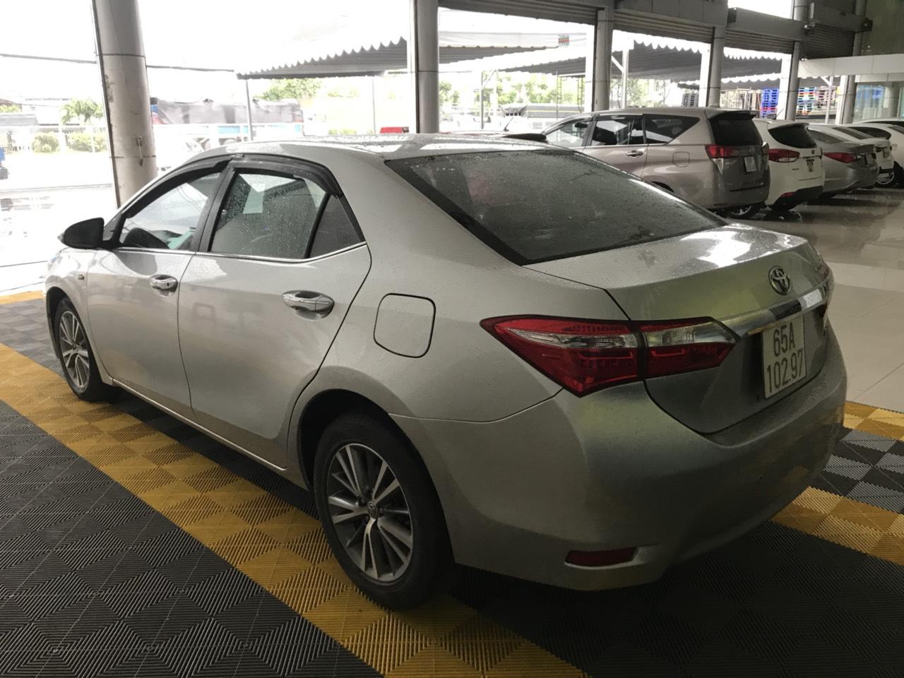 Bán Toyota Altis 1.8G màu bạc số sàn sản xuất 2014 mẫu mới xe đẹp