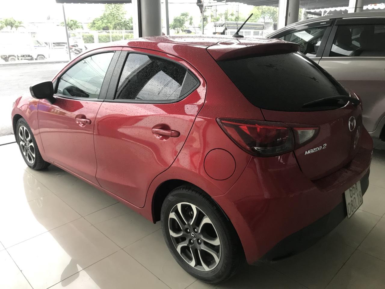 Bán Mazda 2 HB 1.5AT màu đỏ số tự động sản xuất 2016 một chủ bản 5 cửa cao cấp đi 32000km