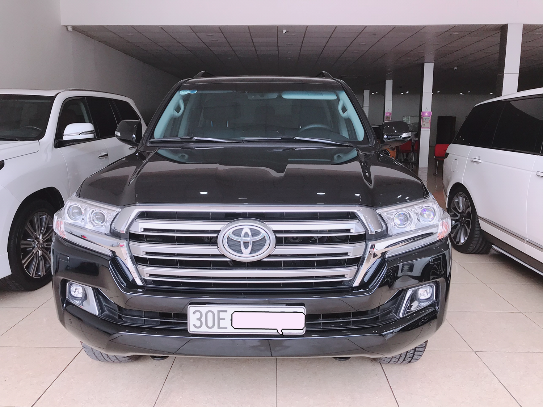 Bán Toyota Land Cruise VX 4.6 sản xuất và đăng ký cuối 2017,hóa đơn VAT gần 4 ty.