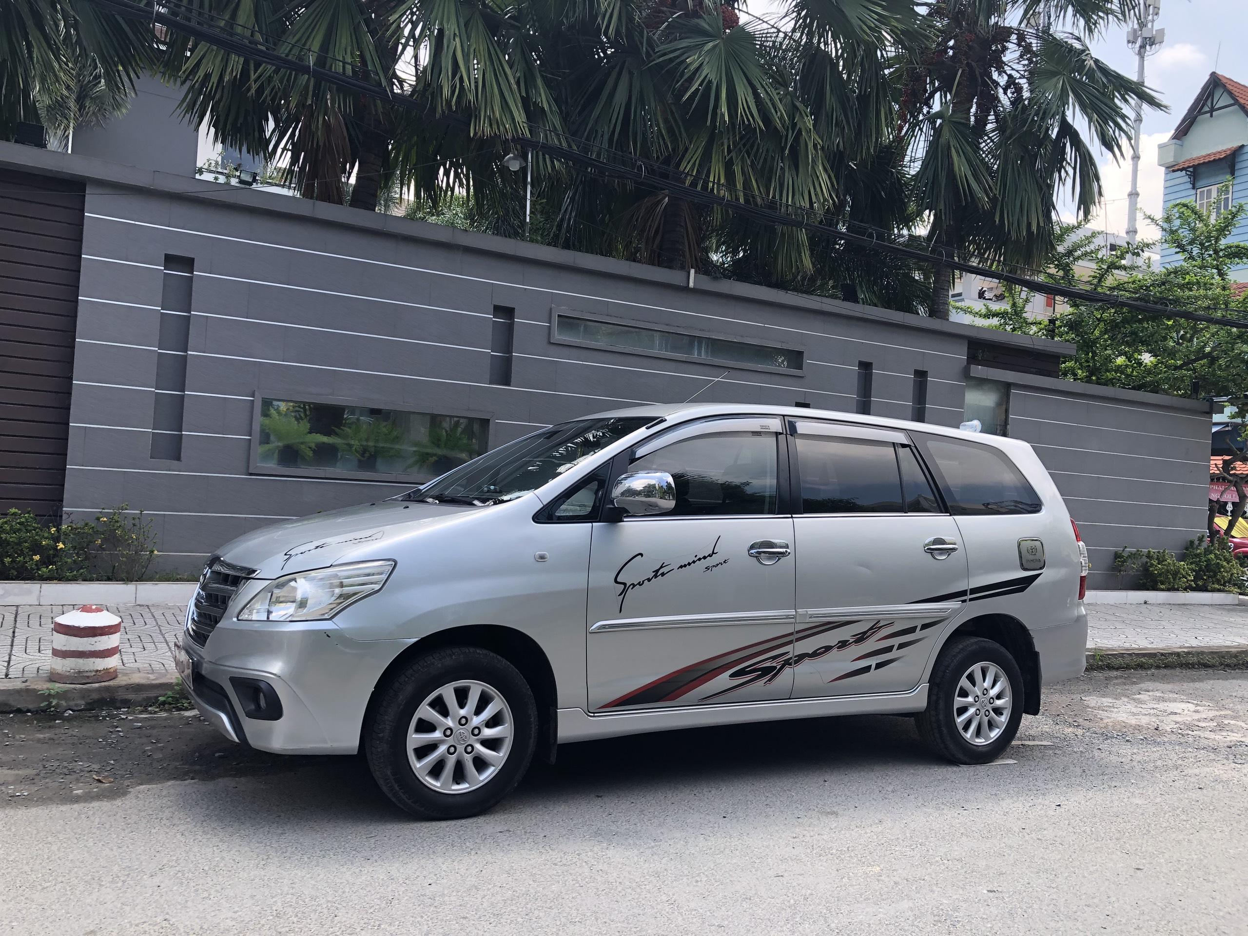 Gia đình dư dùng cần bán Toyota Innova 2.0E, đời 2015, màu Bạc!