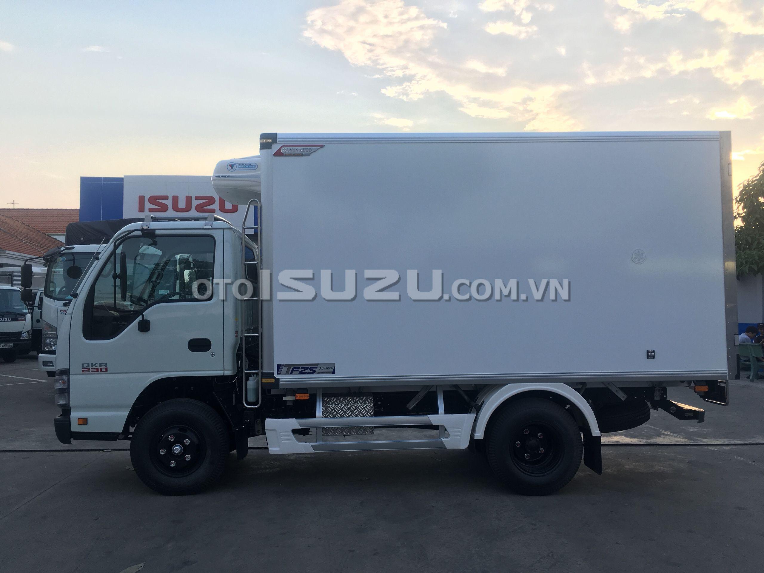 Xe tải Isuzu vào thành phố