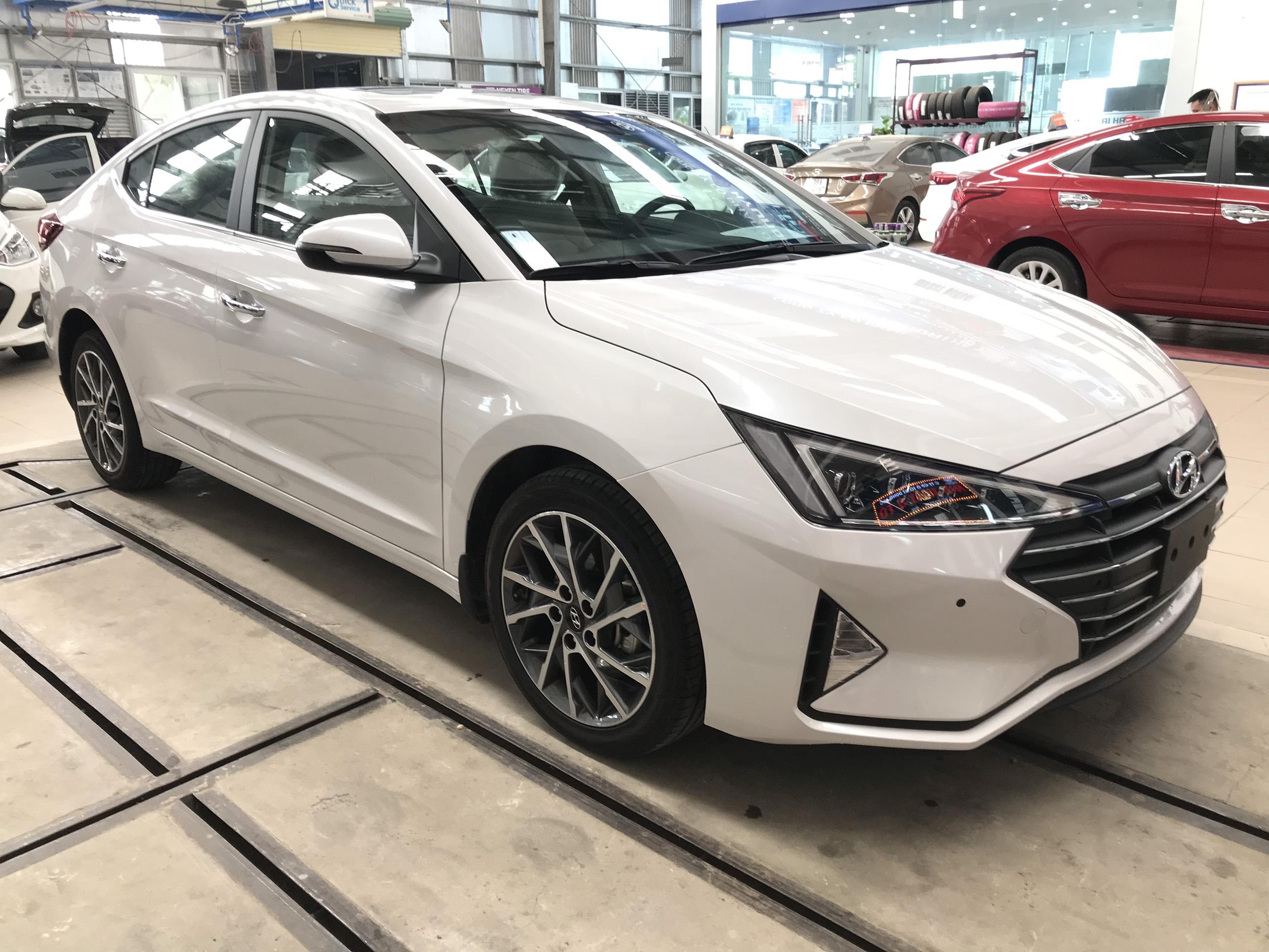 Hyundai ElanTra AD 2 6AT FL