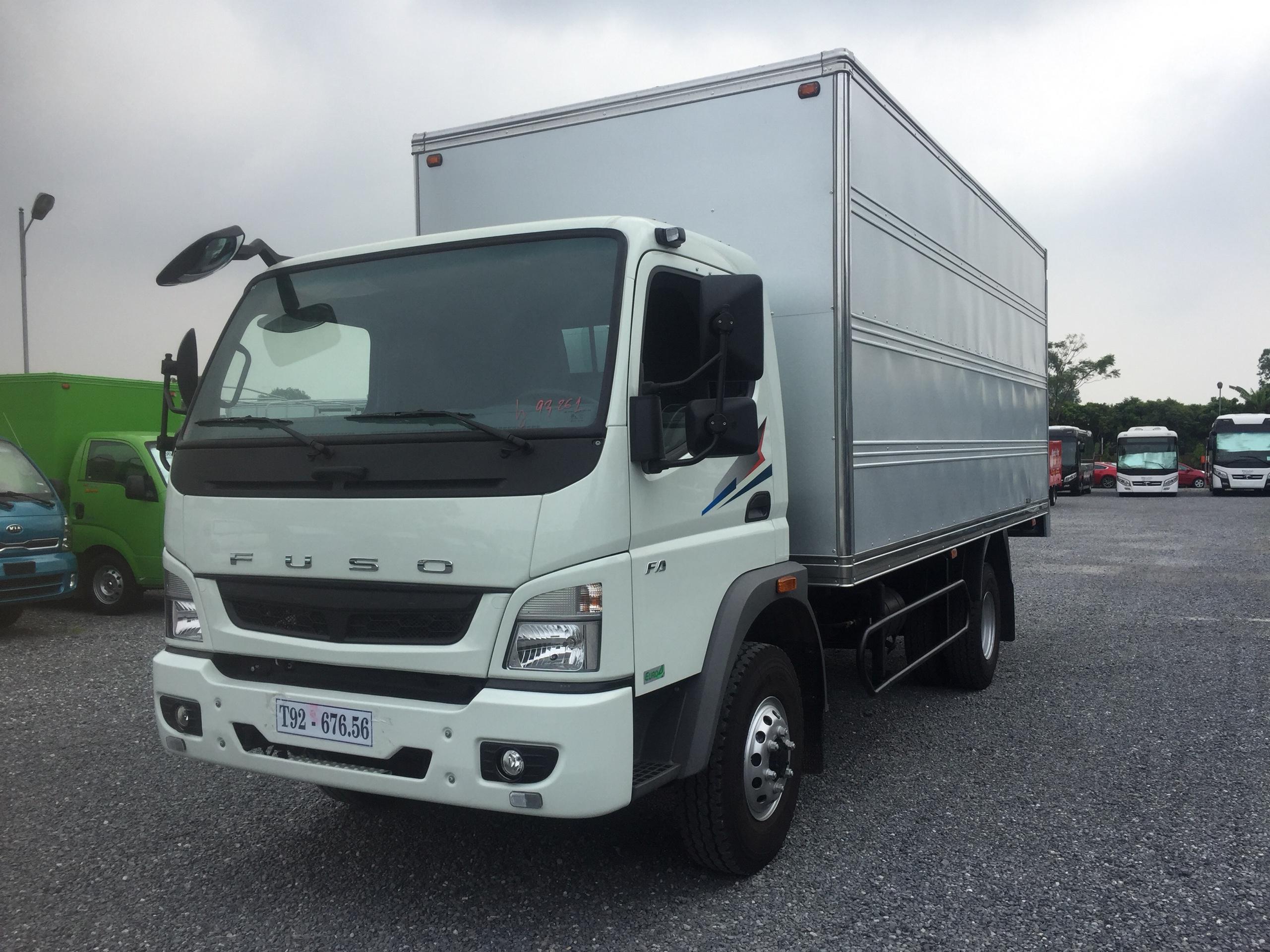Xe tải Fuso canter Fa 10.4R tải trọng 5.5 tấn