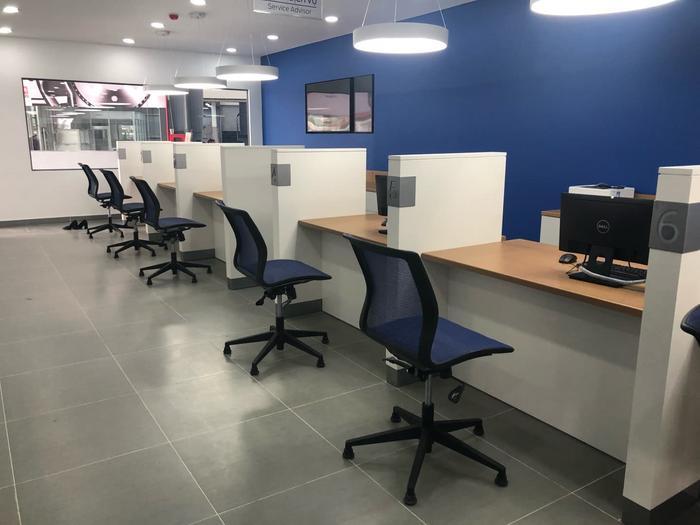 Khu vực tư vấn hỗ trợ khách hàng tại Showroom Gia Định Ford