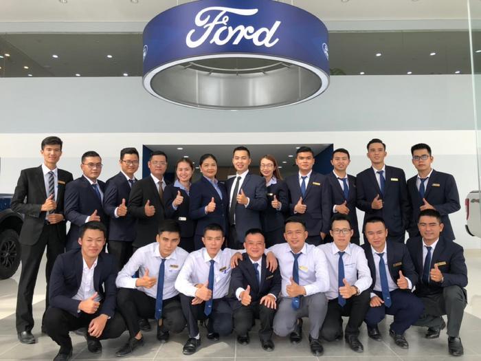 Đội ngũ chuyên viên tư vấn nhiệt tình. chuyên môn vững vàng tại showroom Gia Định Ford