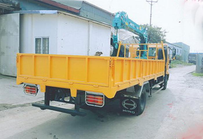 Xe tải 7 tấn HINO FC9JLSW gắn cẩu 3 tấn 3 đốt HKTC HLC3014M thùng dài. 5,6m | Hỗ trợ mua trả góp 90% giá trị xe 1