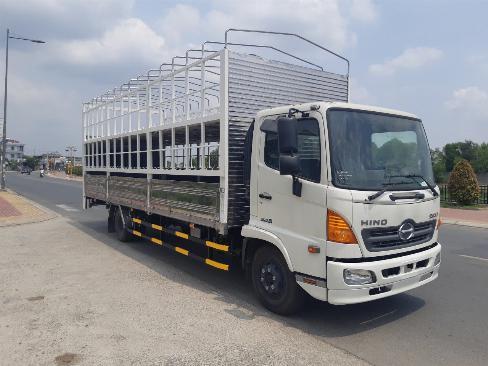 Xe tải chở xe máy HINO FC9JNTC có bửng nâng - Trả Góp