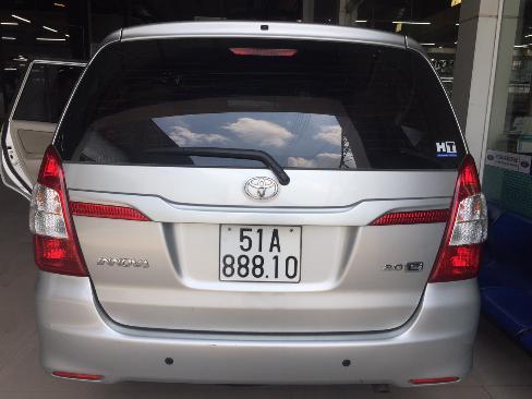 Bán Innova 2.0E sx 2014 màu bạc xe bán tại hãng 3