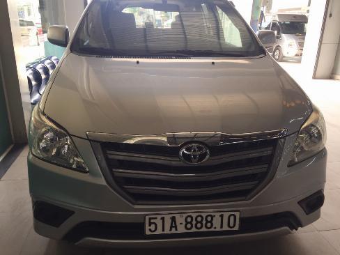 Bán Innova 2.0E sx 2014 màu bạc xe bán tại hãng