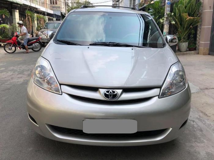 Bán Toyota Sienna LE 2009 nhập mỹ Bạc biển số thành phố 1