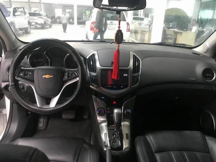 Bán Chevrolet Cruze LTZ 1.8AT màu trắng số tự động sản xuất 2017 biển Sài Gòn mẫu mới