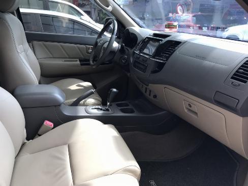 Bán xe Fortuner V sản xuất 2013 màu bạc, xe gia điình còn chất, bstp 2