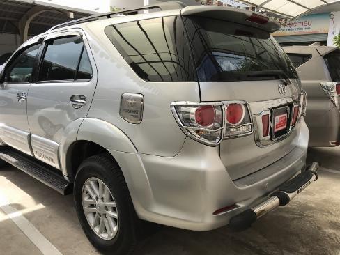 Bán xe Fortuner V sản xuất 2013 màu bạc, xe gia điình còn chất, bstp 4