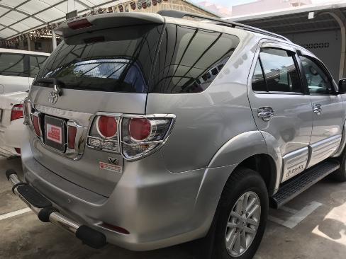 Bán xe Fortuner V sản xuất 2013 màu bạc, xe gia điình còn chất, bstp 5
