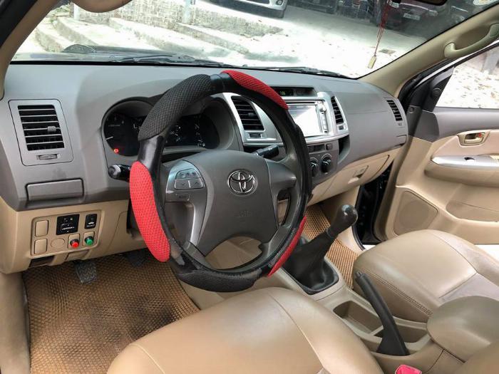Cần bán xe Toyota Hilux bán tải máy dầu 2015 màu đen biển tp 0