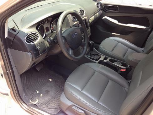 Bán nhanh Focus 2010 at Hatchback màu bạc full đẹp long lanh. 4