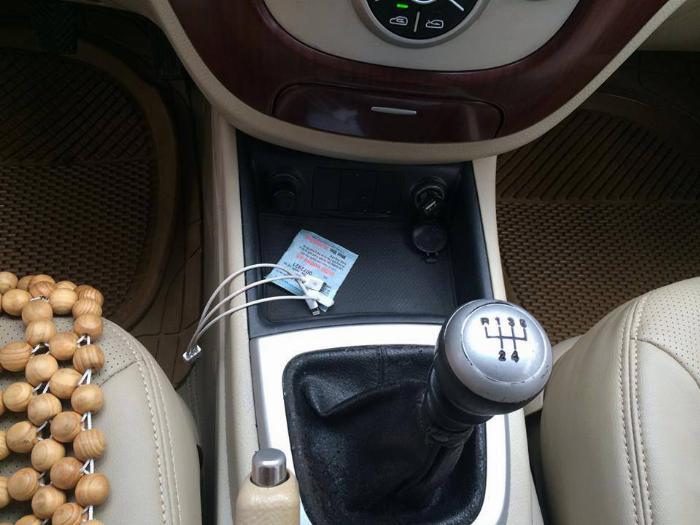 Gia đình cần bán xe Hyundai Santafe máy xăng 2008 số sàn màu ghi