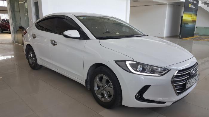 Bán Hyundai Elantra GLS 1.6MT màu trắng số sàn sản xuất 2017 biển Sài Gòn xe đẹp đi ít 1
