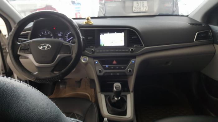 Bán Hyundai Elantra GLS 1.6MT màu trắng số sàn sản xuất 2017 biển Sài Gòn xe đẹp đi ít 4