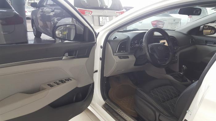 Bán Hyundai Elantra GLS 1.6MT màu trắng số sàn sản xuất 2017 biển Sài Gòn xe đẹp đi ít 5