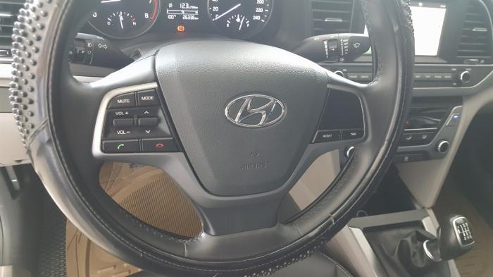 Bán Hyundai Elantra GLS 1.6MT màu trắng số sàn sản xuất 2017 biển Sài Gòn xe đẹp đi ít 6