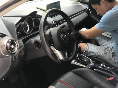 Bán Mazda 2 sedan 1.5AT màu trắng số tự động sản xuất 2016 đi 9000km 1