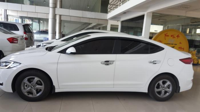 Bán Hyundai Elantra GLS 1.6MT màu trắng số sàn sản xuất 2017 biển Sài Gòn xe đẹp đi ít 3