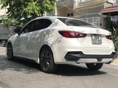 Bán Mazda 2 sedan 1.5AT màu trắng số tự động sản xuất 2016 đi 9000km 2