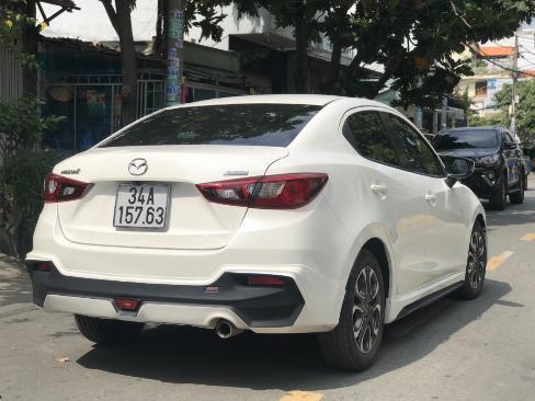 Bán Mazda 2 sedan 1.5AT màu trắng số tự động sản xuất 2016 đi 9000km 6