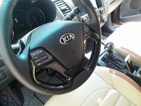 Em bán xe Kia Cerato 2019 số tự động màu đen biển tp